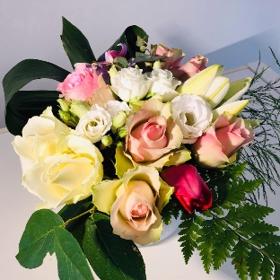 compositiondefleurs-roses-lys-freesia