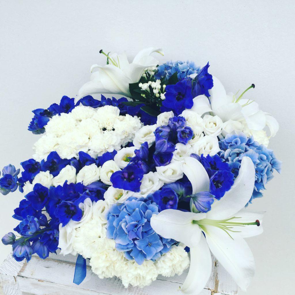 coussin de deuil, fleurs fraîches, couleurs ciel et mer